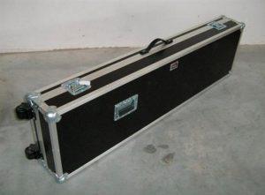 Ein Keyboardcase für ein Yamaha PSR 9000 inkl. Eckrollen und Grff