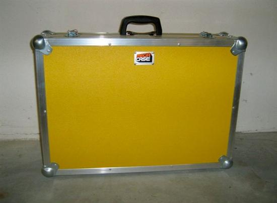 flightcase koffer aktenkoffer 62 l nge 15 h he 43 breite innenma e beschichtung gelb g nstig. Black Bedroom Furniture Sets. Home Design Ideas